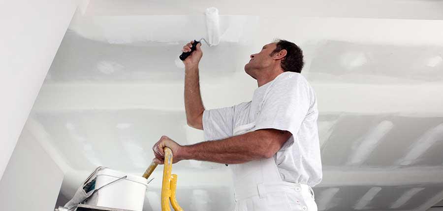 Muren Afplakken Schilderen.ᐅ Plafond Schilderen Of Spuiten Methodes Prijzen